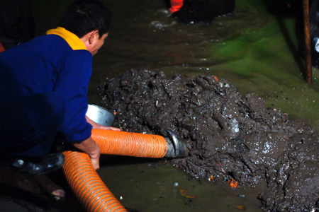 Hút bùn vi sinh